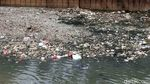 Sampah di Kali Krukut Benhil Bikin Miris