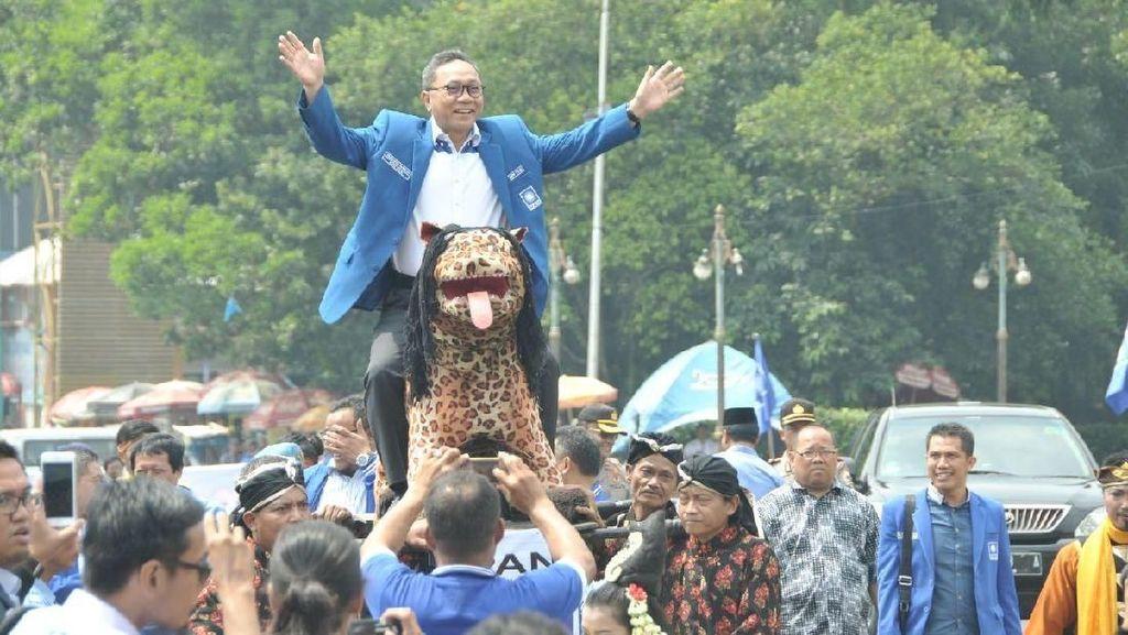 Disebut Prabowo Atur Strategi Turunkan Ahok, Zulkifli: Pujian Saja