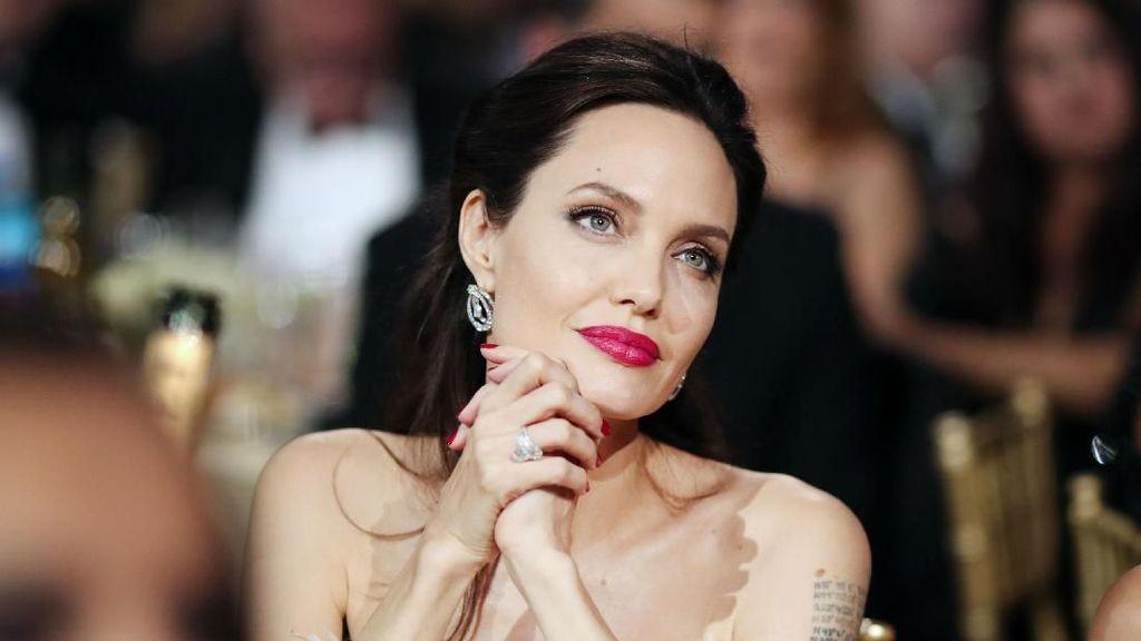 Makan Laba Laba hingga Es Krim, Ini Fakta Menarik Seputar Angelina Jolie
