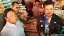 Cek Ketersediaan, Gubernur Su   lsel Panjat Truk dan Tumpukan Beras