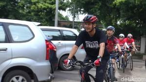 Jalani Tes Kesehatan: Sudirman Datang Awal, Ganjar Naik Sepeda