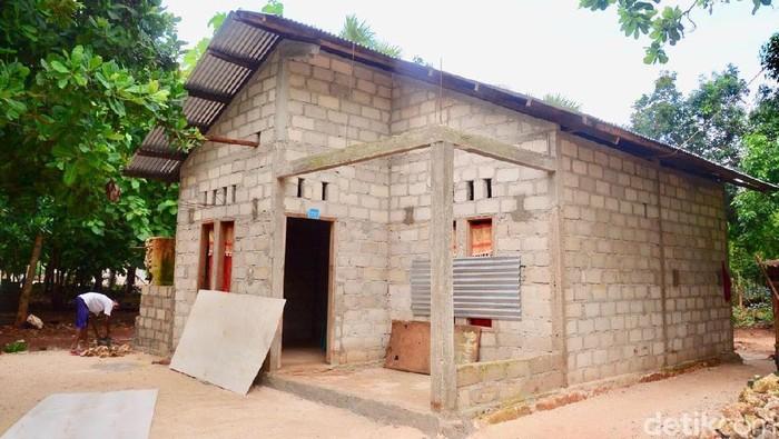 Kementerian PUPR memberikan bantuan rumah swadaya sebanyak 187 unit dengan nilai Rp 2,7 miliar di desa Tolama, Rote Barat. 1 Rumah dapat bantuan Rp 15 juta.