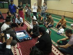 Foto Ijab Kabul Pernikahan Tahanan Kasus Narkoba di Masjid Polres