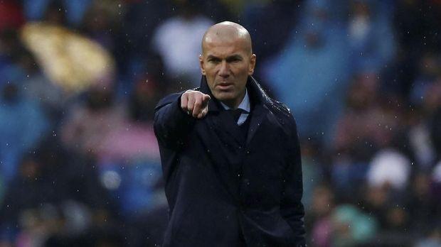 Zinedine Zidane jadi kandidat terkuat latih Manchester United.