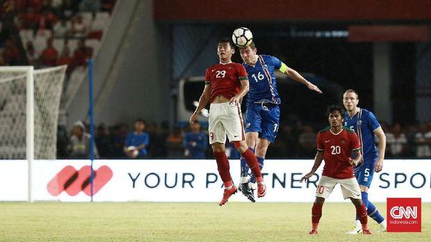Timnas Indonesia saat menghadapi Timnas Islandia di Stadion Utama Gelora Bung Karno. (