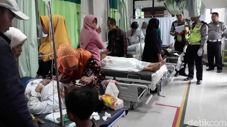 Pikap Bawa Santriwati Terguling di Pasuruan, 20 Orang Luka