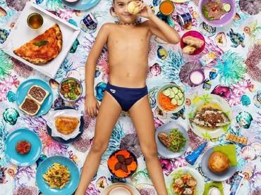 Sedangkan anak bernama Andrea Testa asal Catania, Italia, memakan makanan ini Bun, selama seminggu. (Foto: Gregg Segal Via Time Magazine)