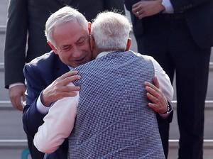 Foto: Pelukan PM India untuk Netanyahu di New Delhi