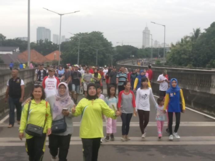 Pada hari Minggu (14/1) pukul 06:00 WIB Jalan Layang Non Tol (JLNT) Antasari di Jakarta Selatan ditutup untuk kendaraan umum atau car free day (CFD). (Foto: Firdaus/detikHealth)