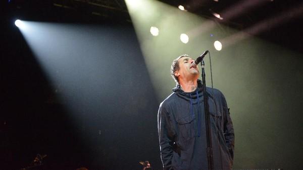Wonderwall Jadi Penutup Manis Konser Liam Gallagher di Jakarta