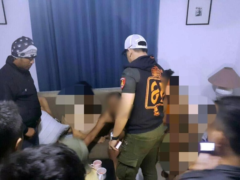 Begini Situasi Saat Penggerebekan Pesta Gay di Cianjur