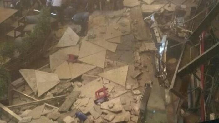 Beberapa di antaran korban ambruknya selasar tower II Gedung Bursa Efek Indonesia akan menjalani operasi akibat patah tulang serius.  Foto: dok. Istimewa