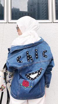 Foto 9 Gaya Antimainstream Selebgram Hijab Pakai Jaket Jeans Kekinian