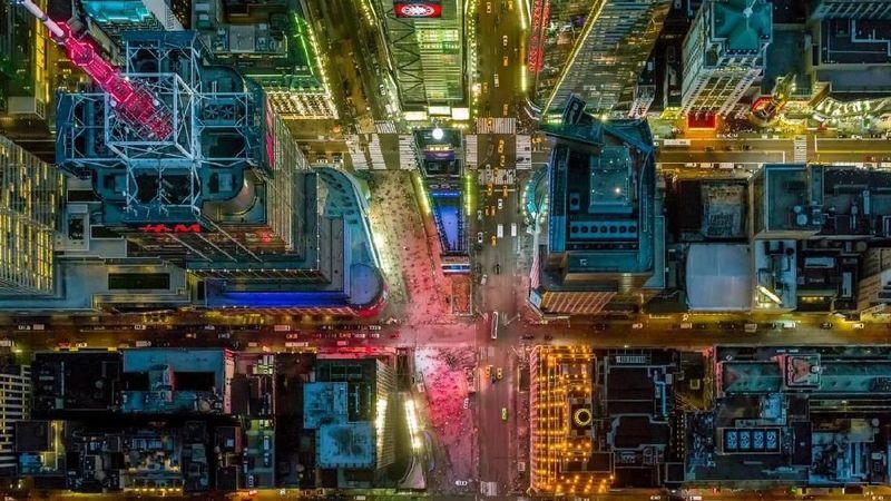 Sebagai seorang pilot dan juga fotografer, Jeffrey Milstein punya sudut pandang berbeda dalam memotret kecantikan Kota New York. Contohnya, saat dia memotret Times Square dari atas langit seperti ini (dok Jeffrey Milstein)