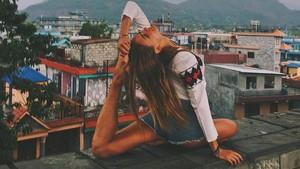 Foto: Penari Cantik Rusia Keliling Dunia Sambil Yoga