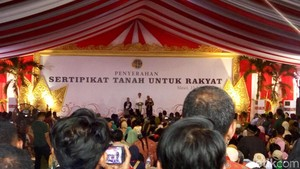 Puji Warga yang Nyanyi demi Sepeda, Jokowi: Syahrini Saja Lewat