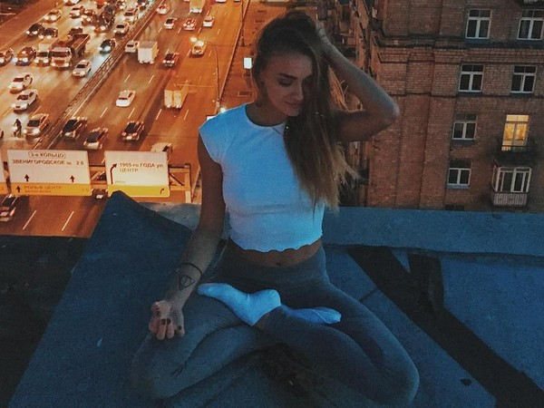 Ekaterina tak hanya berbagai foto-fotonya saat traveling, tapi juga mengajak followers Instagram untuk mencoba latihan yoga yang menyehatkan (yogaisdestiny/Instagram)