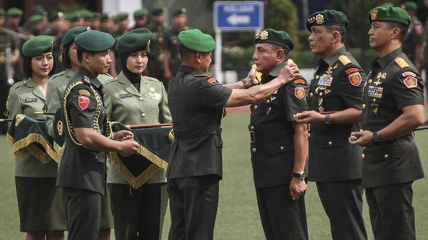 Edy Rahmayadi juga mundur dari jabatan Pangkostrad TNI AD demi Pilgub Sumatera Utara.
