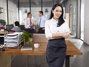 Menurut Riset, Wanita yang Berpakaian Seperti Ini Lebih Mudah Naik Jabatan