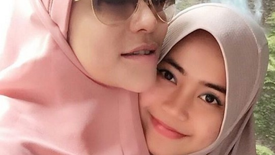 Dulu Seksinya Brutal, Kini Cinta Penelope Berhijab