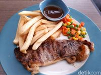 Beranda Depok: Mencicip Sirloin Steak di Kafe Asri Berpemandangan Hutan Bambu