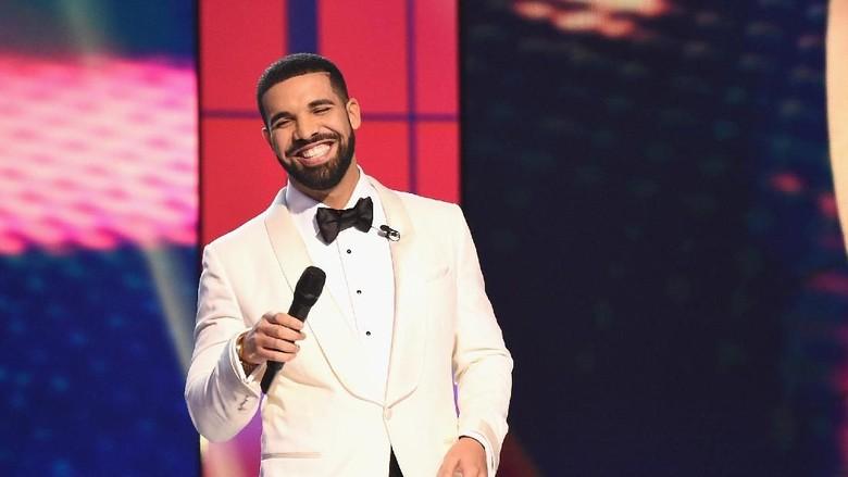 Momen Haru Rapper Drake Beri Kejutan Bocah Pasien Bedah Jantung/ Foto: dok. Getty Images