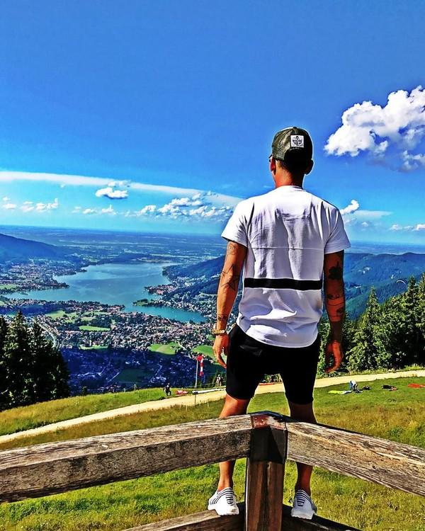 Very nice place, begitu tulisan pada caption foto Firmino ini. Sayang, dia tidak menyebut di mana lokasinya (@roberto_firmino/Instagram)