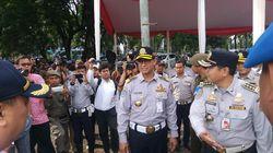 Berseragam Dishub, Anies Pimpin Apel Lintas Jaya di Monas