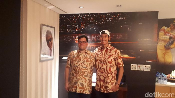 Sean Gelael dan bos tim Prema Racing untuk F2 2018 (Resha Pratama/detikSport)