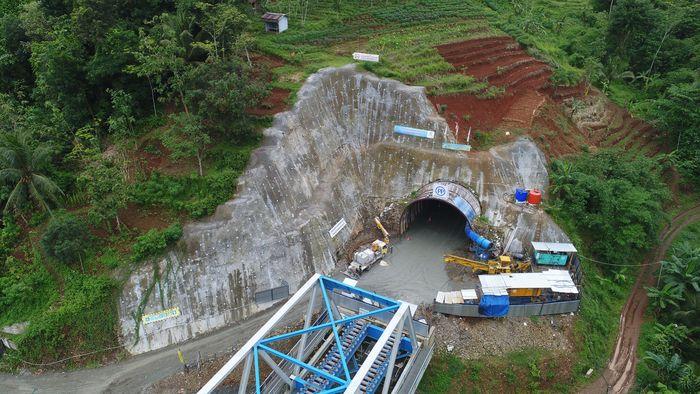 Proyek terowongan untuk lintasan ganda kereta api ini berlokasi di Desa Notog Kecamatan Patikraja Kabupaten Banyumas, Jawa Tengah. Dok. PT PP (Persero) Tbk.