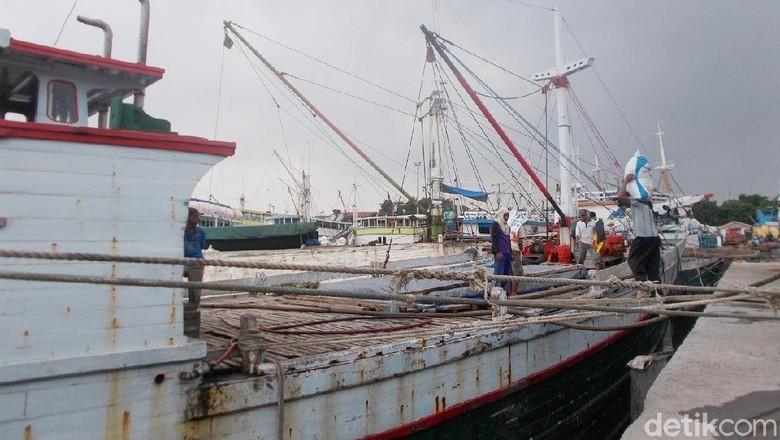 Gelombang Tinggi, 1.534 Calon Penumpang Tertahan di Pulau Bawean
