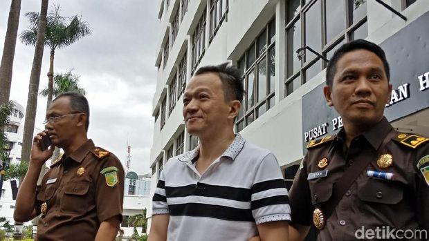 Kejaksaan Agung menangkap Herry terpidana kasus penipuan sebesar Rp 22,39 miliar