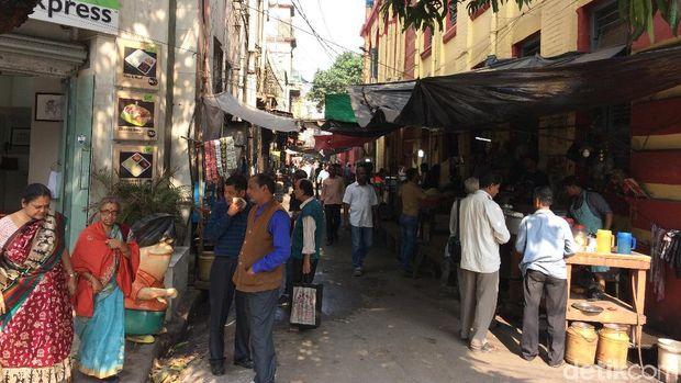 Para PKL yang menjajakan sarapan di Kolkata