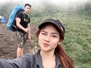Bugar Banget, Pramugari Cantik Ini Hobinya Olahraga dan Naik Gunung