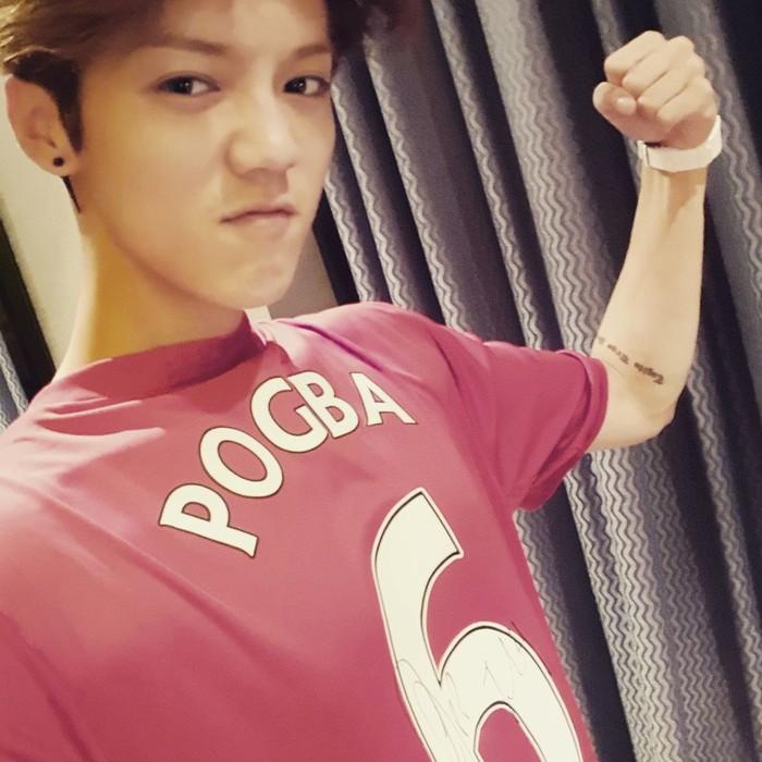 Manchester United merupakan tim sepakbola kesayangannya. Sejak masih aktif sebagai idol di Korea, Luhan juga beberapa kali terlihat bermain sepakbola dengan sesama member EXO atau idol lainnya. (Foto: Instagram/7_luhan_m)