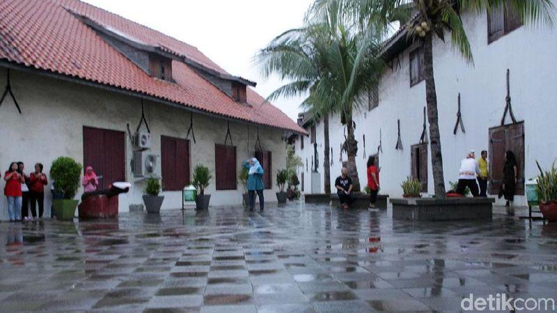 Diresmikan sejak tahun 1656, Museum Bahari yang terletak di Jalan Pasar Ikan 1, Penjaringan, Jakarta Utara menyimpan sejarah panjang perjalanan maritim di Indonesia (Randy/detikTravel)