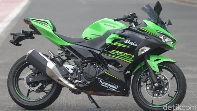 Geber Kawasaki Ninja 250 Baru di Sentul Foto: Agung Pambudhy