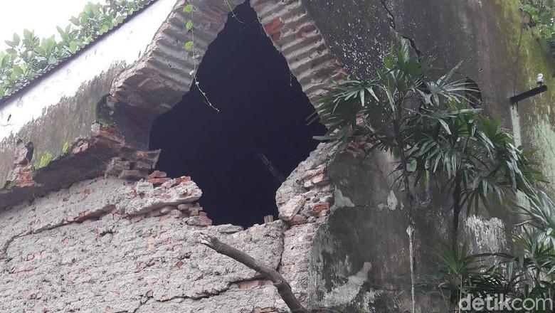 Tembok Ambruk Keraton Surakarta Belum Pernah Diperbaiki Sejak 1920