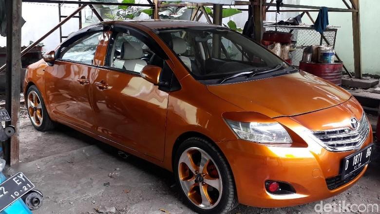 Mobil bemuka dua Foto: Dony Indra Ramadhan