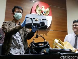 Foto: Tas-tas Bupati Rita yang Diduga Pencucian Uang: LV Hingga Gucci