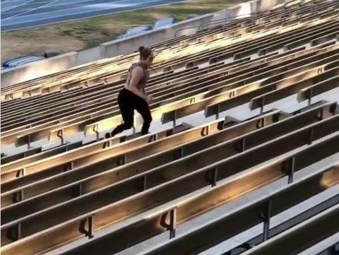 Kunci Tubuh Seksi JLo: Lari Naik Tangga, Yuk Dicoba