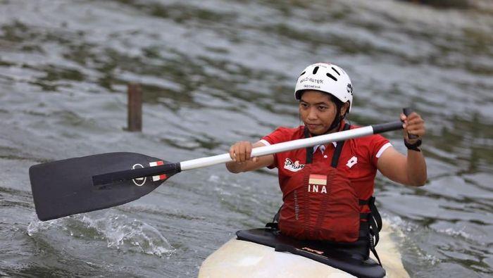 Atlet slalom Reski Wahyuni sedang menjalani latihan di Waduk Jatiluhur, Jawa Barat. (Ilustrasi) (dok. Kemenpora)