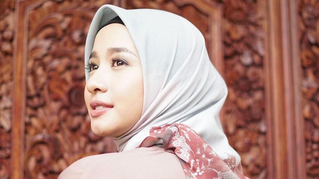 Adu Mahal Hijab Print Scarf Milik Brand Artis