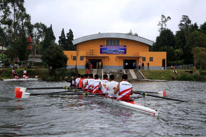 Sebanyak 20 atlet rowing melakukan pemusatan latihan rowing Situ Cileunca Pangalengan, Kabupaten Bandung. Pool/Kemenpora.