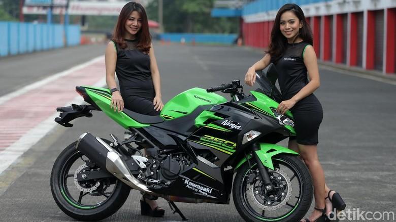 Kawasaki NInja 250 saat dites di Sirkuit Sentul (Foto: Agung Pambudhy)