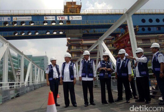 Hadir dalam kesempatan tersebut yakni Menteri Keuangan Sri Mulyani, Menteri PUPR Basuki Hadimuljono, Gubernur Sumatera Utara Tengku Erry Nuradi dan Wali Kota Medan Dzulmi Eldin.