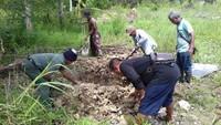 Orangutan itu mati mengenaskan. Tanpa kepala, bulunya sudah rontok, dan penuh luka. (Foto: dok. Polsek Dusun Selatan)