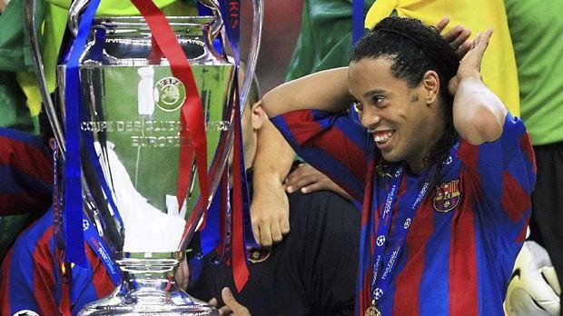 Ronaldinho pernah bersniar bersama Barcelona.