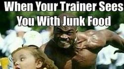 Meme ini nampaknya bisa menggambarkan sulitnya perjuangan orang-orang untuk memulai atau mempertahankan program diet yang sudah dirancang. Ampun!