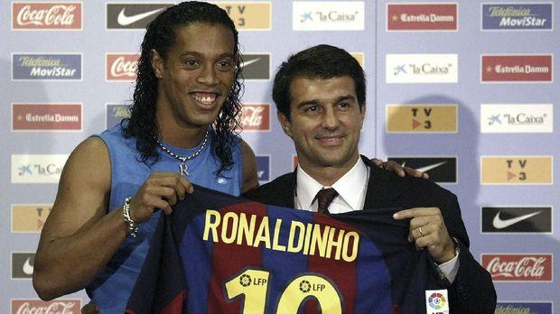 Puncak karier Ronaldinho bersama Barcelona.